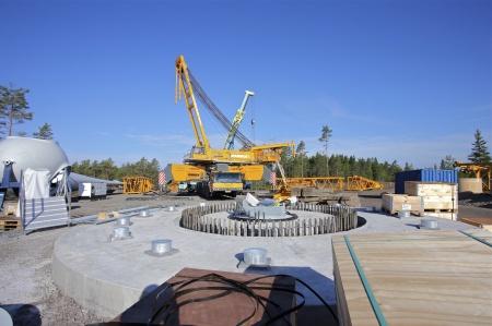 5 juli 2014 - monteringen av den stora byggkranen.