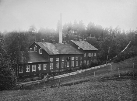 Pappersfabriken i Hån. Foto: Brynolf Söderblom / Nordmarksstugans fotoarkiv.