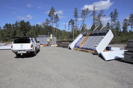 18 juni 2014 - de första kylarna monteras.