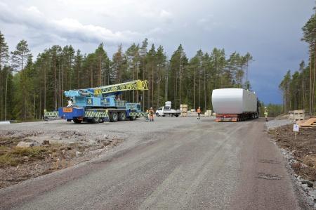 26 juni 2014 - första maskinhuset har kommit fram till byggplatsen för vindkraftverk 7.