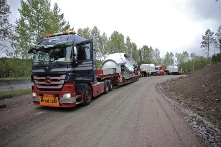 30 juni 2014 - leveranserna strömmar in till vindkraftsbygget på Mölnerudshöjden.