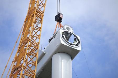 14 juli 2014 - växellåda med axel och fästplatta för rotornavet skall monteras.