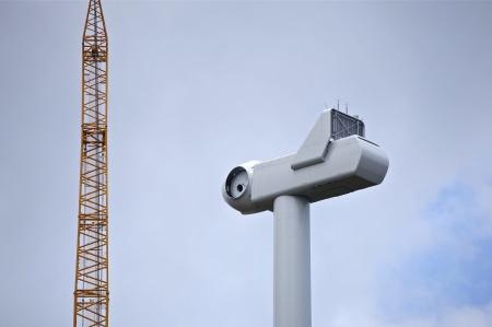 """15 juli 2014 - navet är på plats så nu kan rotorbladen monteras - se särskild bildsida """"Rotorblad""""."""