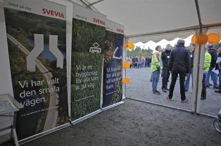 Huvudentreprenör för byggnation av vägar och övrig infrastruktur samt fundament var företaget SVEVIA.