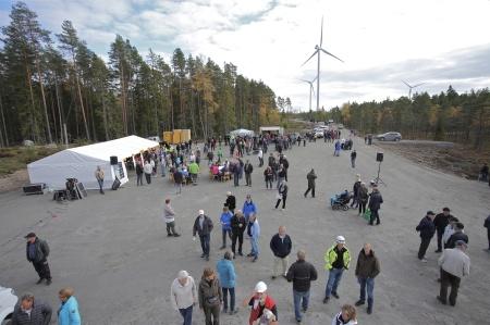 Efter tipspromenaden samlades besökarna vid vindkraftverk 3, där det serverades bl a varm korv, dricka och kaffe med hembakt brö
