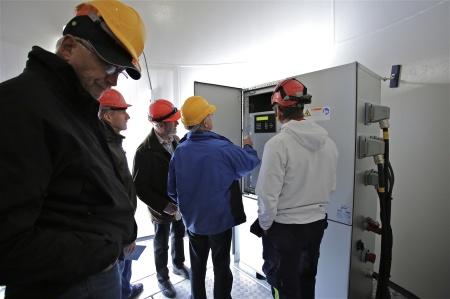 Det fanns möjlighet att gå in i vinkraftverkets entré för att få en teknisk information.