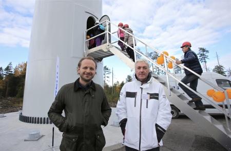 Till vänster Thomas Linnard VD Rabbalshede Kraft AB och till höger Lars Jacobsson drift- och underhållsansvarig i Rabbalshede Kraft.