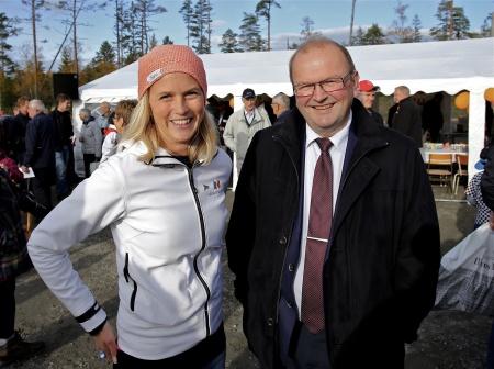 Emma Askengren och Landshövding Kenneth Johansson.