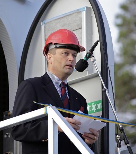 Invigningsceremoni - Per Selldén från elbolaget Fortum, som byggt ett nytt ställverk i Årjäng för att kunna ta emot den el som vindkraftverken kommer att producera.