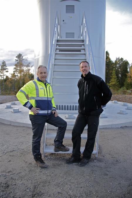 Hans Svensson och Mikael Johansson från Rabbalshede Kraft, projektledare för byggnationen av vindkraftsparkerna i Årjängs kommun.