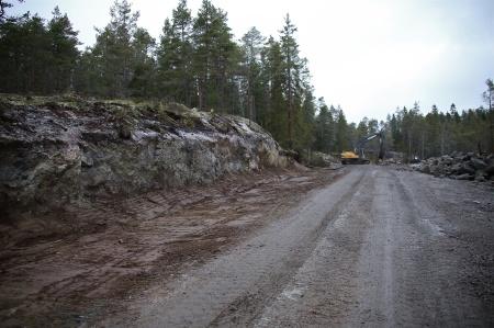 18 december 2013 - återställning av skogsmarken efter läggning av kabelrör.