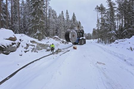 17 januari 2014 - dragningen av kraftkabel i kabelrören har påbörjats.