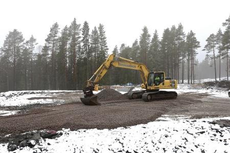 3 mars 2014 - arbetsytan vid kraftverk 9 jämnas ut med ett finare material.