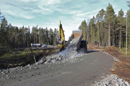 12 mars 2014 - vägarna justeras så att bl a byggkranarna skall få plats i samband med kommande byggnation av vindkraftverken.