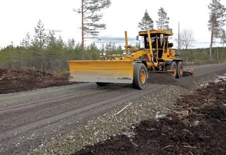 18 mars 2014 - arbetet med färdigställande av vägarna fortsätter.