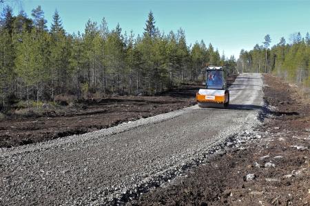 25 mars 2014 - arbetet med färdigställande av vägarna fortsätter.