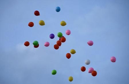 Himlen fylldes med ballonger.