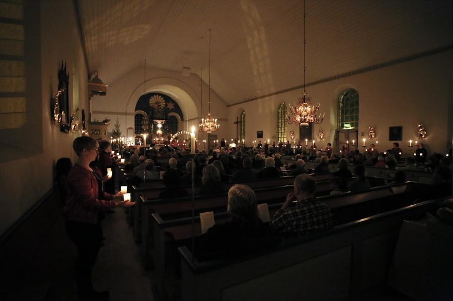 Musik - Ljus i mörkrets tid - text och musik Emilia Amper, sång Ulrika Lindkvist.