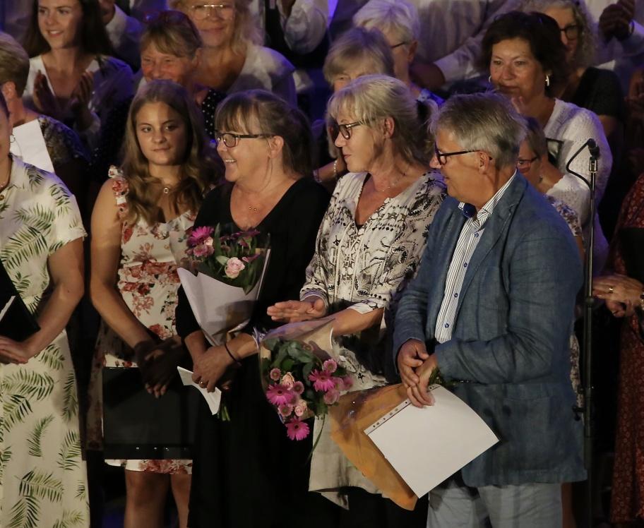 Owe Lindström och hans trogna medarbetare Marie Pettersson och Lena Larsson hyllades stort för sina insatser i arrangemanget Allsköns Musik.
