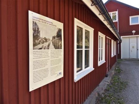 Bruksmuséet vid slussområdet i Lennartsfors - Här inne finns Smedjan och den mekaniska verkstaden från 1841.