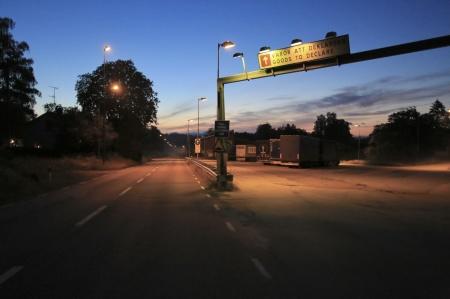 Några lastbilschaufförer hade stannat vid gamla tullstationen för nattvila.