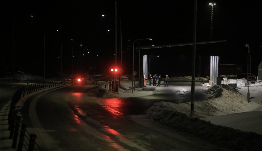 25 januari 2021 kl. 00.24 - Svenska gränspoliser vid Tullverkets kontrollstation i Hån.