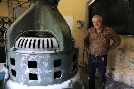 5 oktober 2021 - Dagen efter kunde Karl-Henrik Andersson från Säffle, expert på gamla generatorer, konstatera att det var lindningen i generatorn som brunnit.