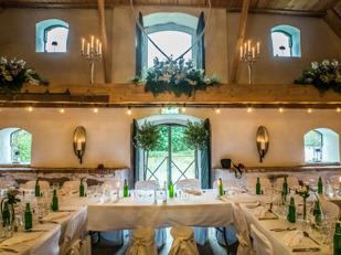 Hyr vår unika & stårliga bröllopslokal för lantligt bröllop på Vallens Säteri utanför Laholm, nära Ängelholm & Båstad på gränsen till Skåne i södra Halland