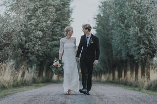 Pris och förfrågan hyra festlokal, bröllopslokal på Vallens Säteri utanför Laholm nära Båstad & Ängelholm i södra Halland på gränsen till norra Skåne