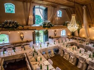 Bröllopspaket i idyllisk lokal på Vallens Säteri utanför Laholm i södra Halland.