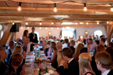Hyr vår unika & vackra festlokal för kalas, släktträff & fest. Festlokalen på Vallens Säteri utanför Laholm i södra Halland. Nära Båstad & Vallåsen.