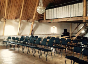 Konferenslokal på Vallens Säteri. Boka nästa konferen  på Vallens Säteri utanför Laholm. Unik konferenslokal med högt till tak ni hittar oss  utanför Laholm, nära Ängelholm & Båstad på gränsen till Sk