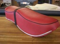 Ny klädsel till sadel till motorcykel, fyrhjuling och andra maskiner, i vinyl, konstläder eller riktigt skinn.