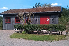 Sadelmakeri mitt i Halland, mellan Varberg, Falkenberg och Ullared.