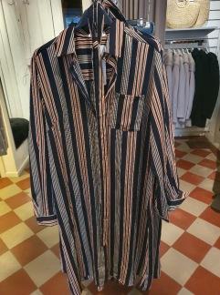 Randig skjortklänning - Bredrandig S