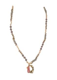 Långt romantiskt halsband -