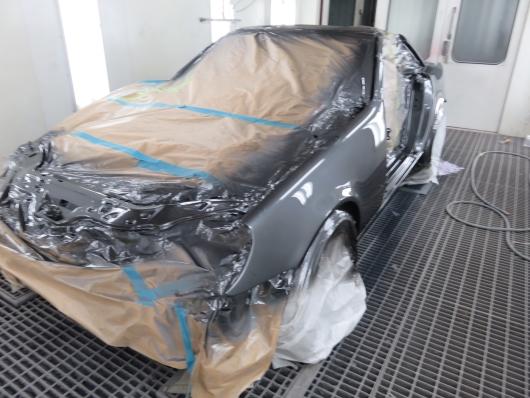 Kunden har precis fått sin Mercedes SLK omlackerad in och utvändigt av Ekerö Bilskadecenter.