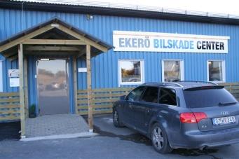 Entrén till Ekerö Bilskadecenter.