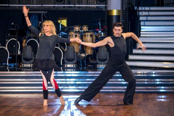 Britt Ekland och Aron Brown på repetition för Let´s Dance.