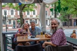 Laura och Guy Parsons från Kanada och Mikael Tegebjer i Old City