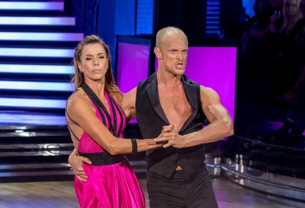 Magdalena Forsberg dansar med Fredric Brunberg i Let´s Dance 2019, delfinal 4