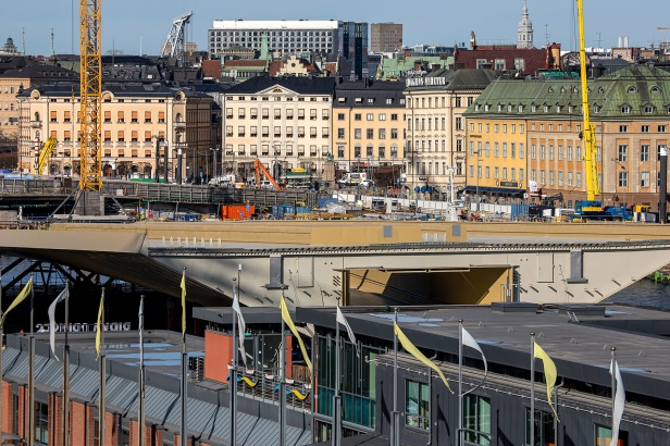 Guldbron förtöjd vid Slussen