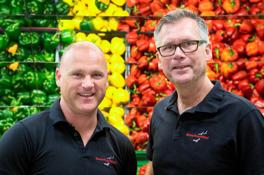 Stefan Bondesson, Sälj - & Marknadschef ihop med grundaren Anders Löthman. På butiksbesök hos Ica Kvantum i Sickla, som både säljer Bananflugefällan samt bekämpar bananflugorna i butiken.