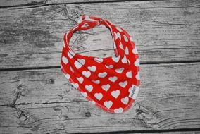 Röd med vita hjärtan EKO - Röd botten med vita hjärtan EKO