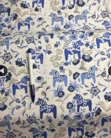 Mössa blå/vit dalahäst 44/46