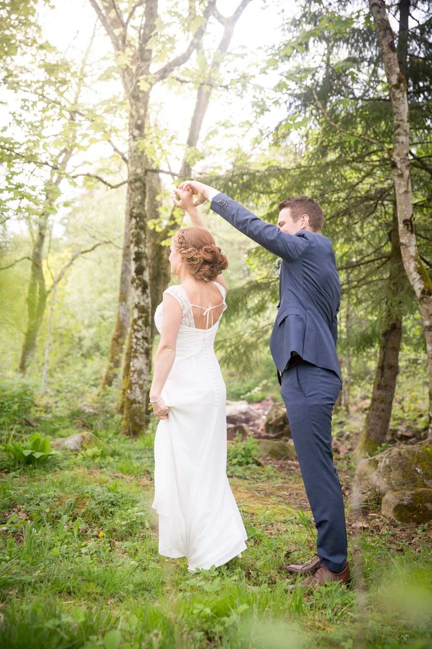 Bröllopsfotograf Emy fotograferar bröllop vid kvarnen i knäred - Bröllopsfotograf i Knäred
