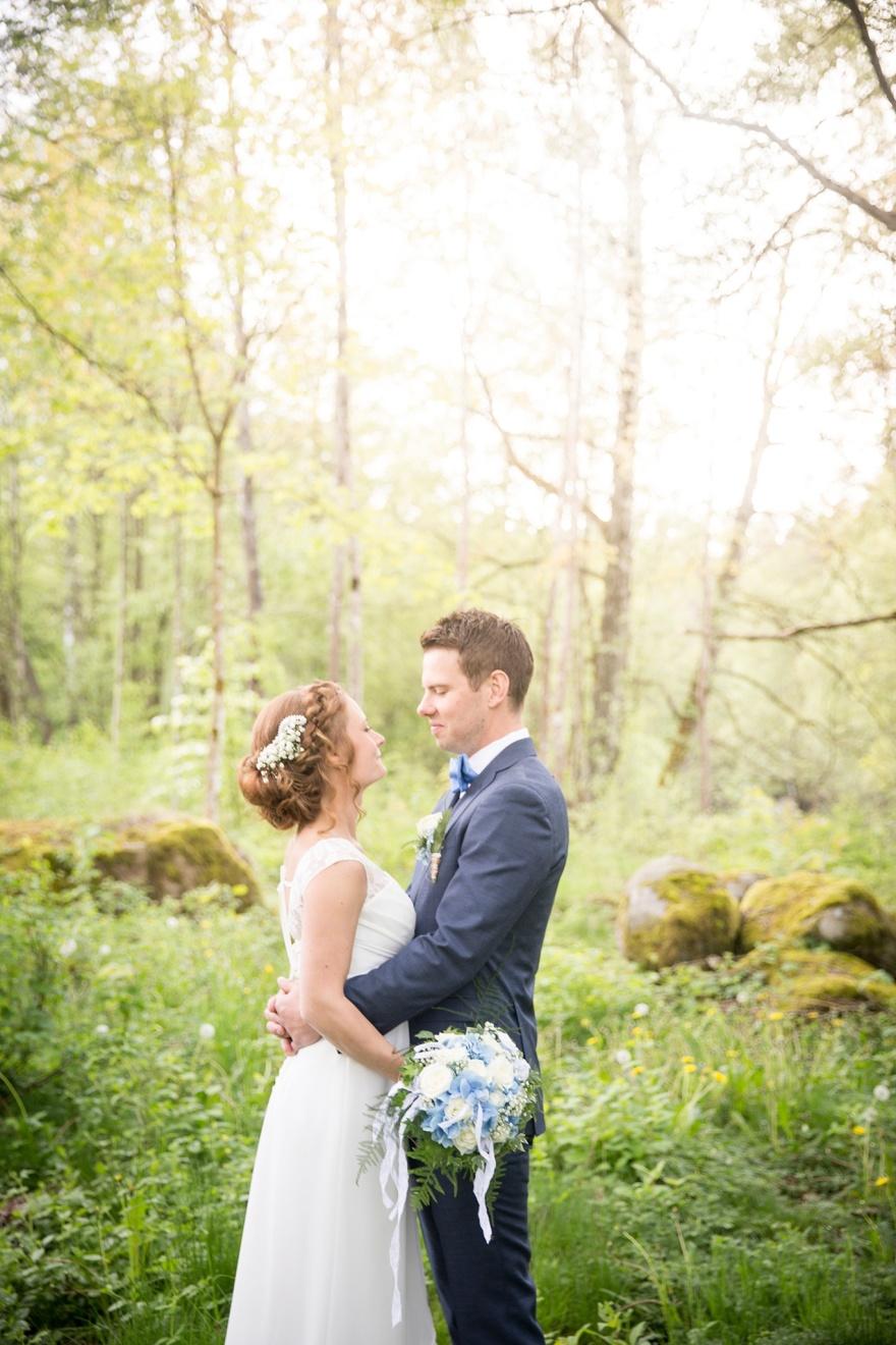 Vackert bröllop i knäred. Fotografera dona bröllopsfoton vi kvarnen i knäred - Bröllopsfotograf Knäred