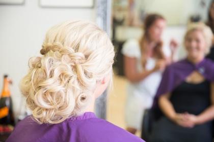 Fotograf emy fotograferar bröllopsbilder på afrodites i laholm