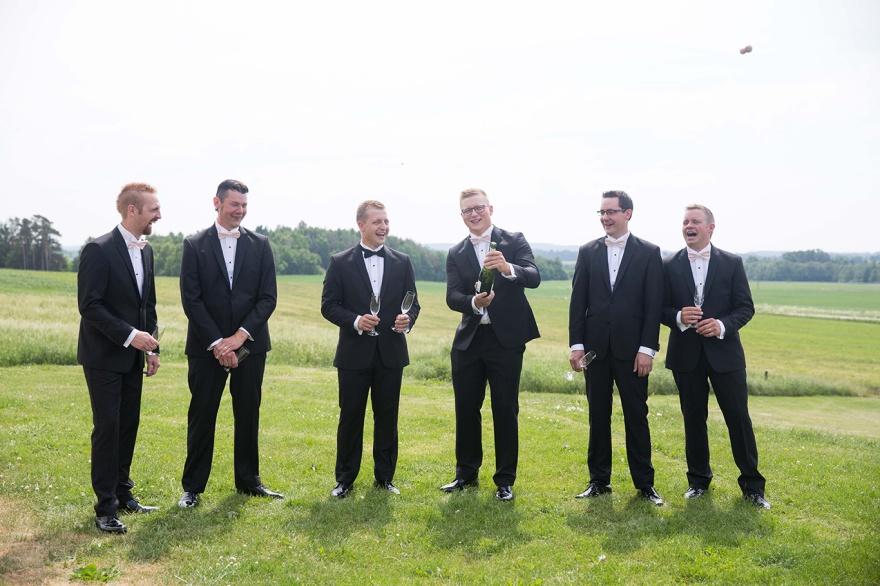 Bröllopsförberedelser i laholm - fotograf emy förevigar ditt bröllop i laholm