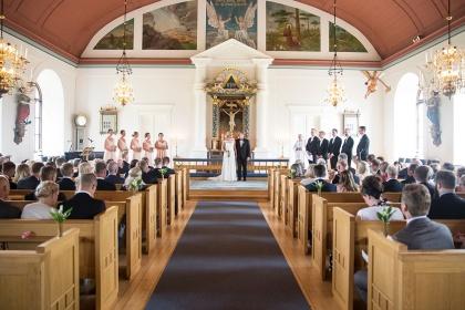 Brällopsfotograf fotograf emy fotograferar bröllopsbilder ifrån ditt bröllop i ränneslöv.